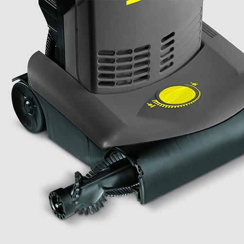 Upright brush-type vacuum cleaner CV 30/1: Easy brush replacement