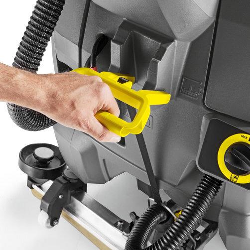 Masina de frecat aspirat BD 43/25 C Bp Pack: Elemente de control robuste si durabile