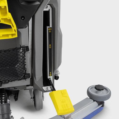 Podlahový mycí stroj s odsáváním BD 80/100 W Bp Classic *EU: Přítlak kartáčů je nastavitelný ve 2 stupních