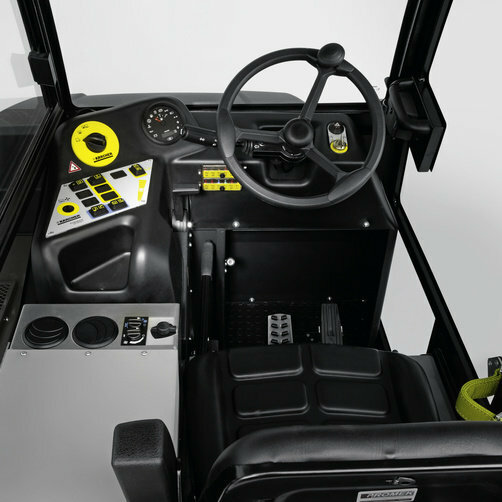 Підмітально-всмоктуюча машина KM 150/500 R D: Комфортабельне робоче місце