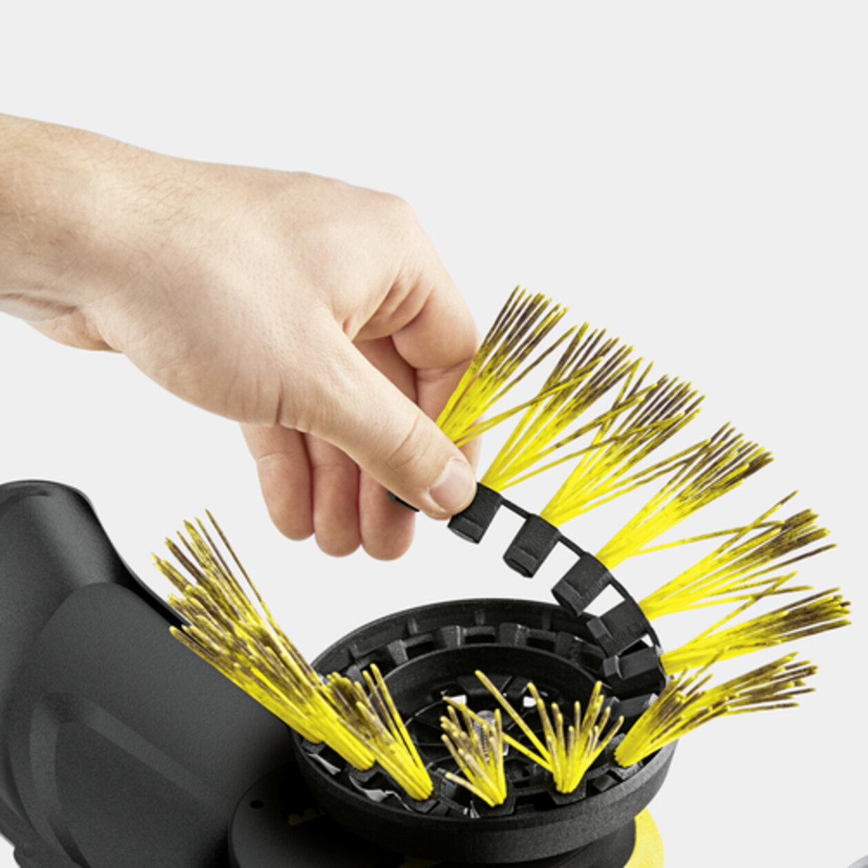WRE 4 Battery: Замена щетки без применения инструментов