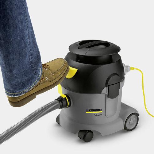 Пылесос сухой уборки T 10/1 Adv: Педальный выключатель для дополнительного удобства