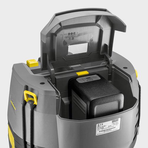 Stof-/waterzuiger NT 22/1 Ap Bp Pack: Functionele klapdeksel voor bescherming van het accucompartiment.