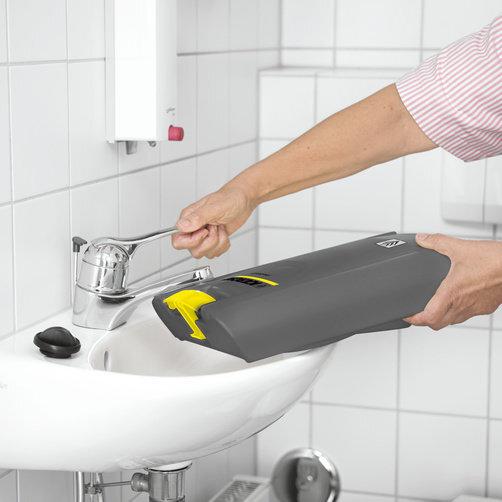 Podlahový mycí stroj s odsáváním BR 30/4 C Adv: Vyjímatelné nádrže