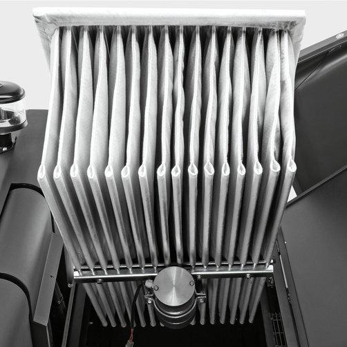 Varredeira com Aspiração KM 130/300 R Diesel: Grande área de filtragem com sistema vibratório autolimpante