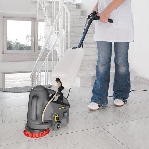 Аппарат для очистки лестниц и эскалаторов BD 17/5 C: Присоединяемый бак