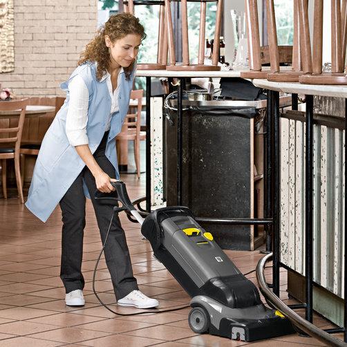 Podlahový mycí stroj s odsáváním BR 30/4 C Adv: Ihned suché