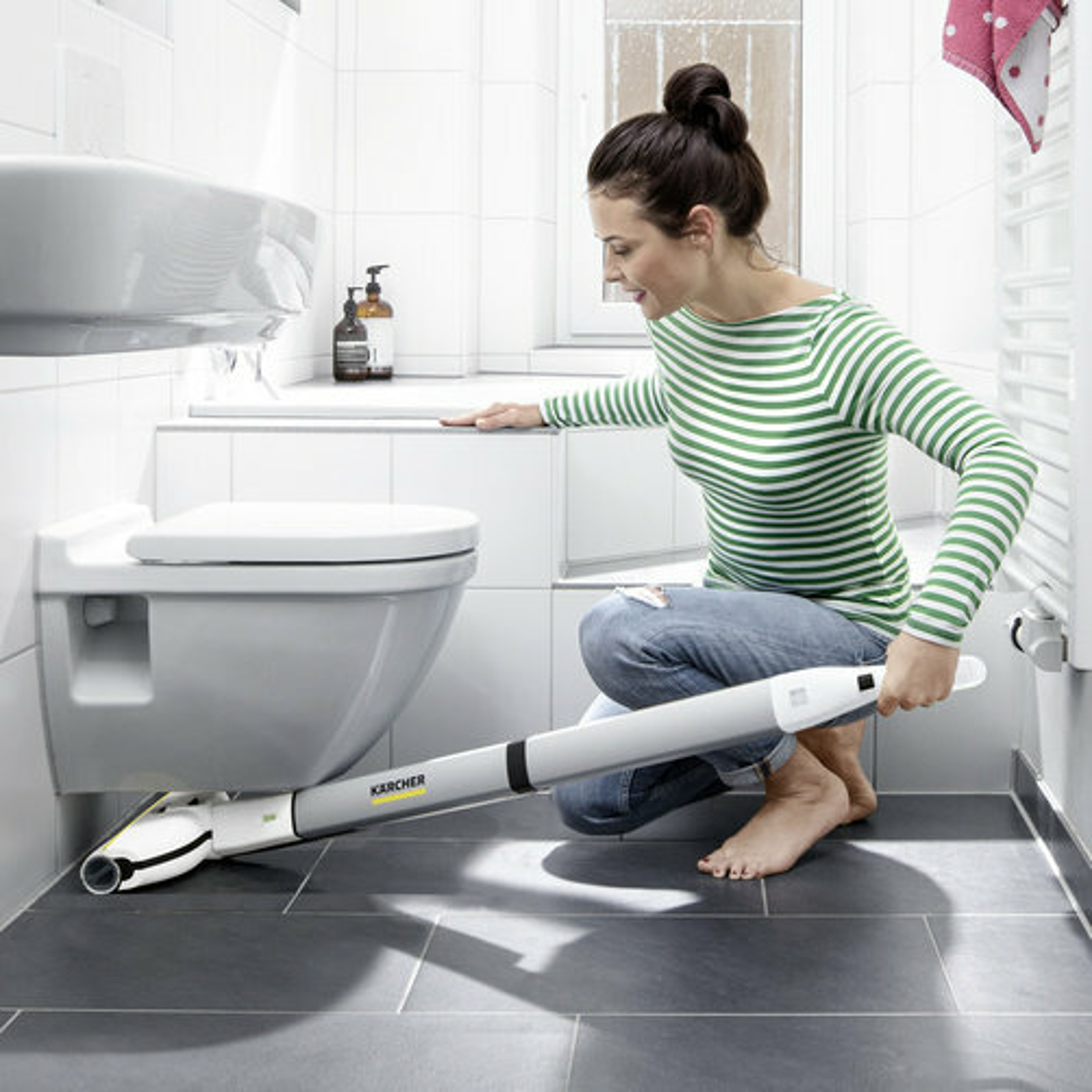 Keménypadló tisztító FC 3  Premium akkumulátoros (white): A karcsú formatervezésű padlófej forgócsuklóval