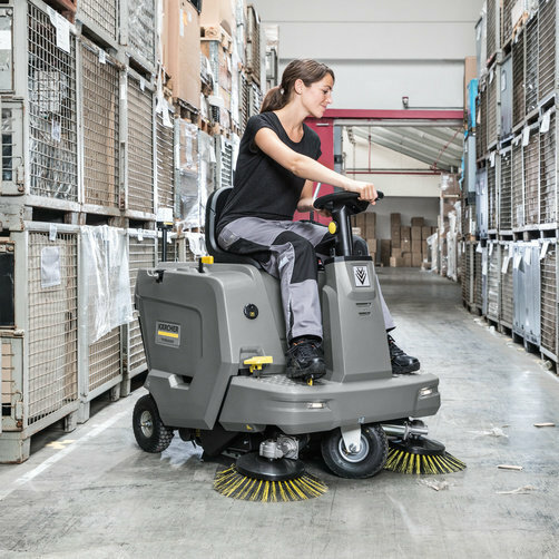 Vacuum sweeper KM 85/50 R Bp: Clever ergonomics for high level of comfort at workplace