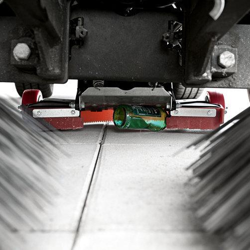 City sweeper MC 50 Advanced Comfort: Automatic coarse dirt flap