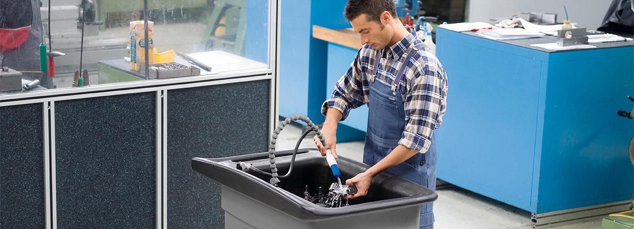 Teilereinigung – umweltschonend durch wasserbasierte Reinigungsmittel