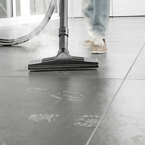 Steam vacuum cleaner SV 7: Convenient floor nozzle
