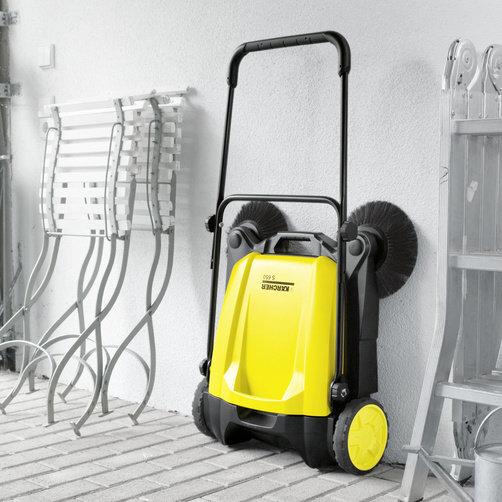 Push sweeper S 650: Space-saving storage