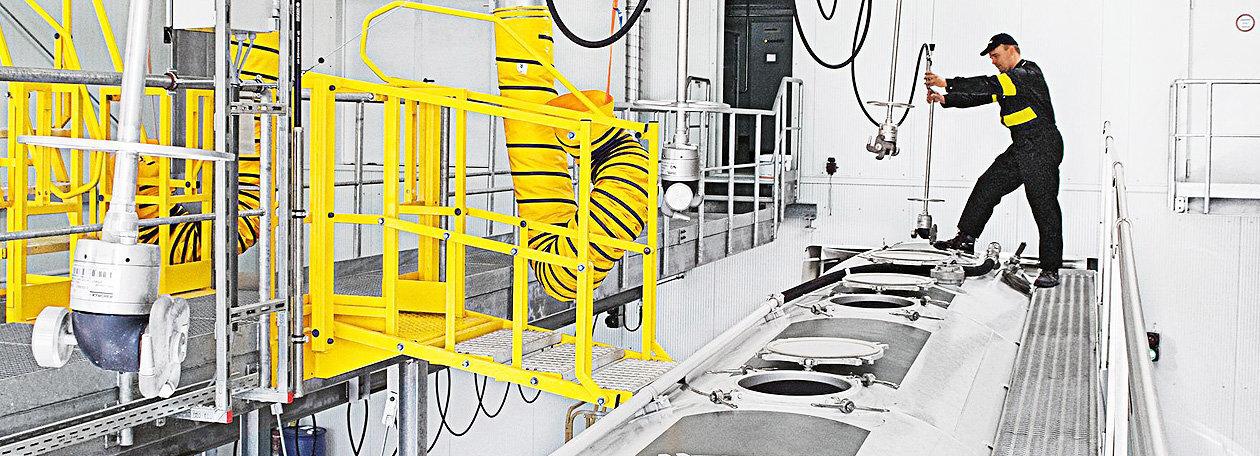 Tankinnenreinigung – maßgeschneiderte Lösungen für Behälter aller Größen