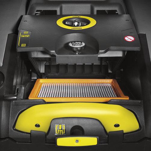 Подметально-всасывающая машина KM 75/40 W G: Эффективная система очистки фильтра с механическим управлением
