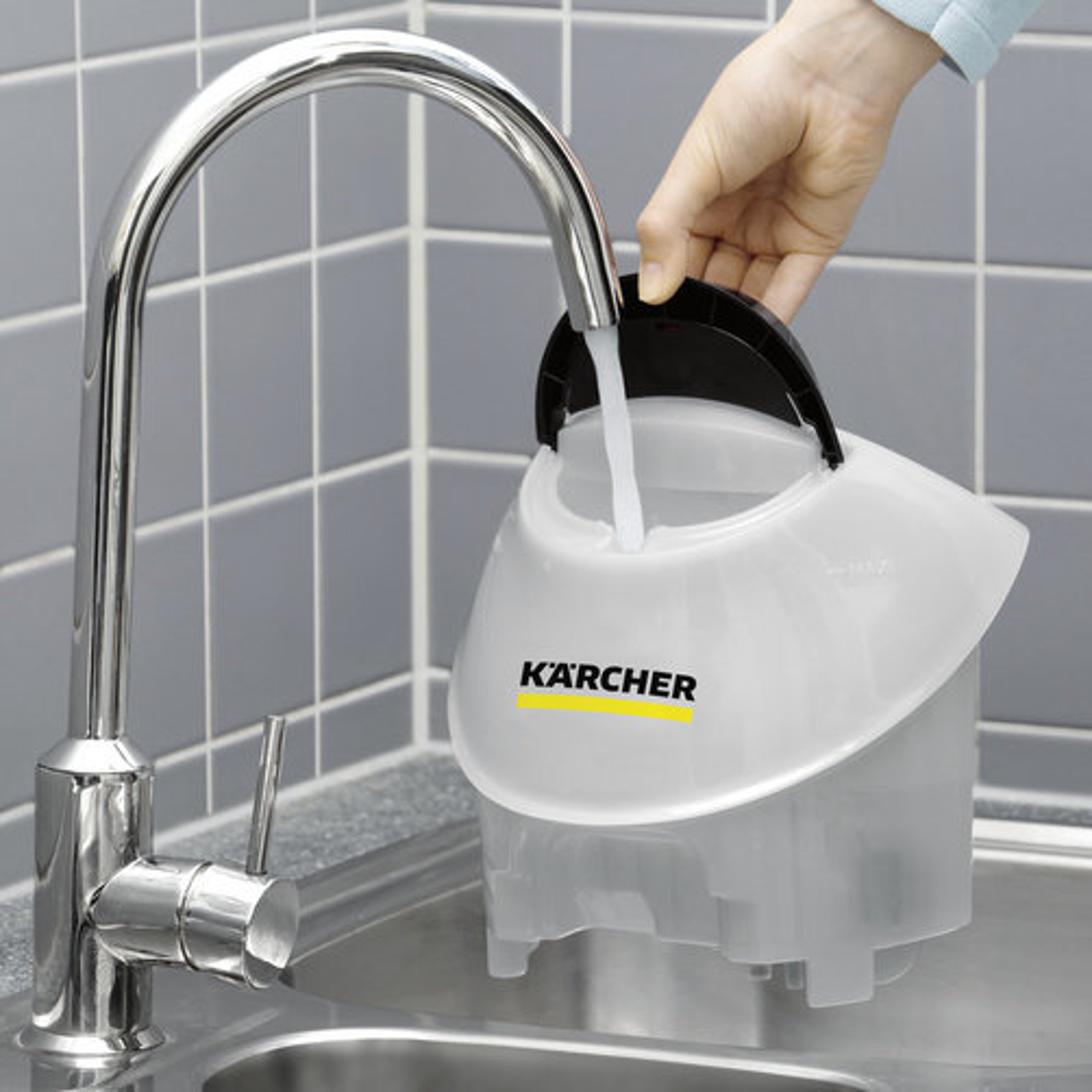 Aparat de curatat cu abur SC 5 EasyFix Iron: Rezervor de apă detașabil pentru reumplere continuă
