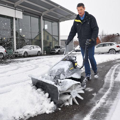 Подметальная машина KM 80 W G: Снегоуборочный отвал для зимней эксплуатации (опция)