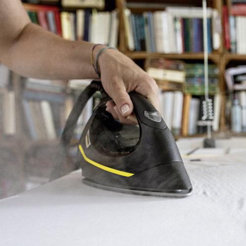 Statie de calcat cu abur SI 4 EasyFix Iron: Absorbţie activa a aburilor