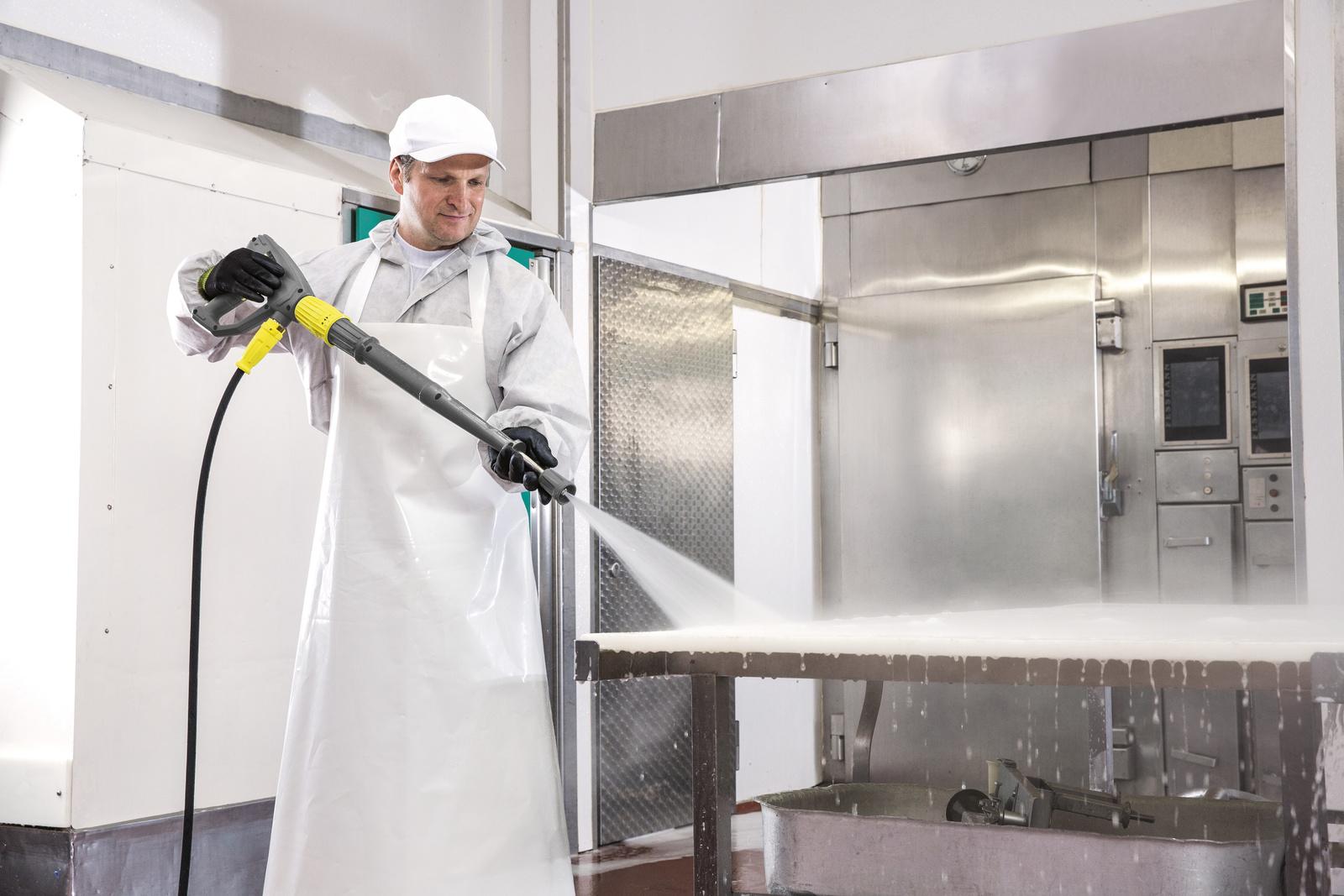 Limpieza con una limpiadora de alta presión de agua caliente Kärcher