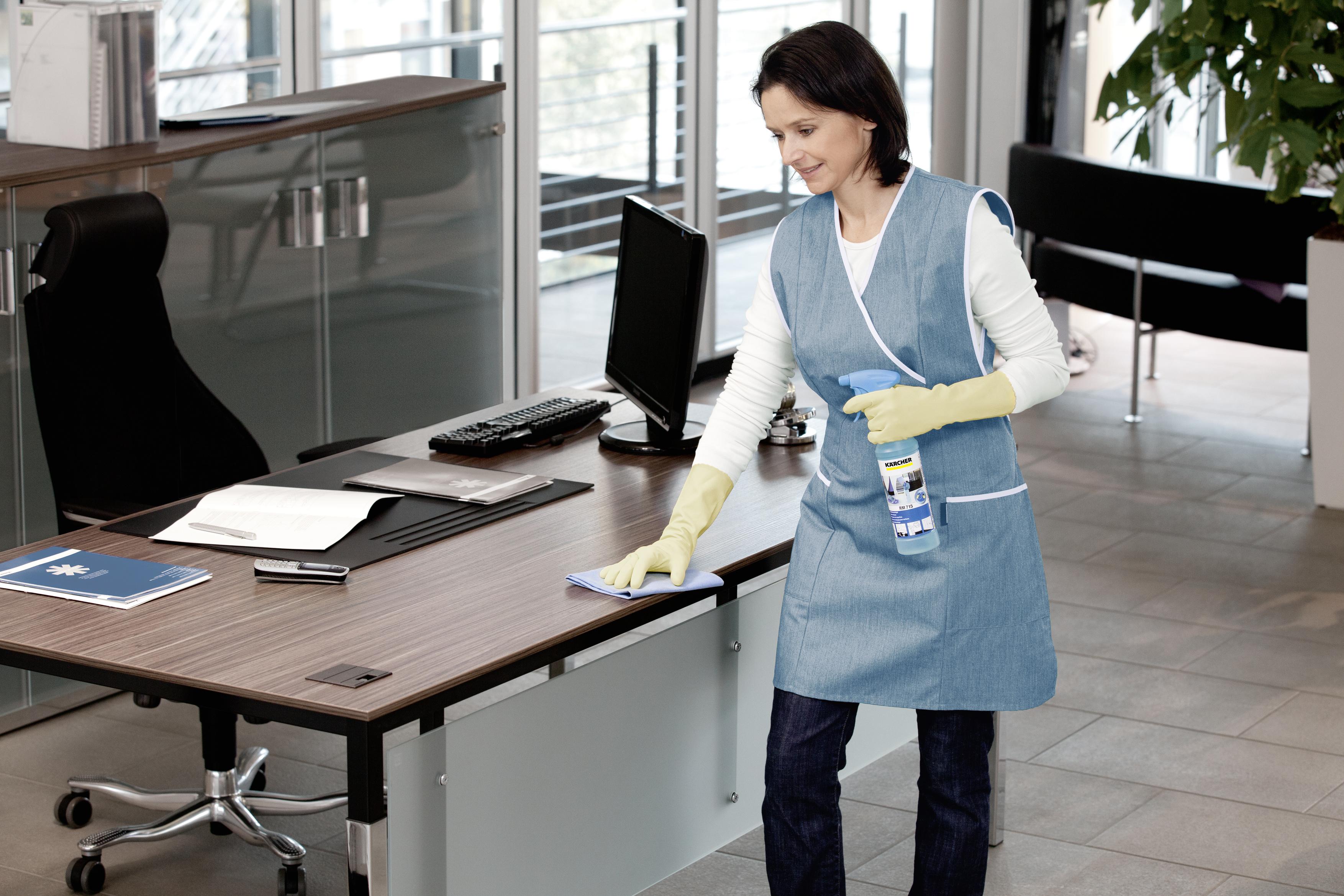 Hygienische Oberflächenreinigung mit der Tuchfaltmethode