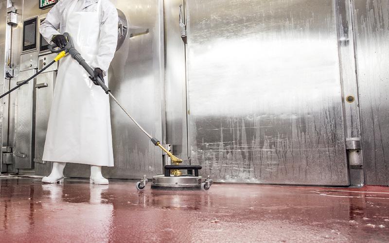 調理場の床洗浄に(オプション使用)