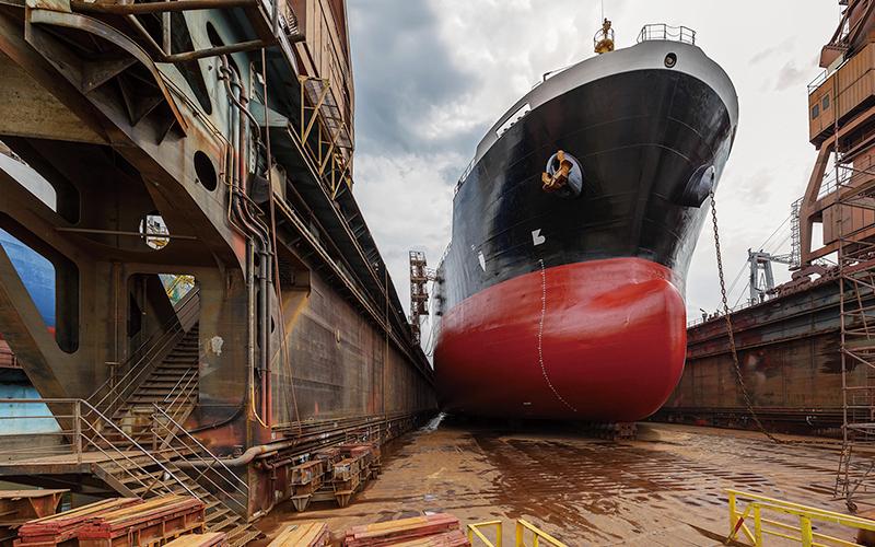造船現場の藻類・腐食の除去に