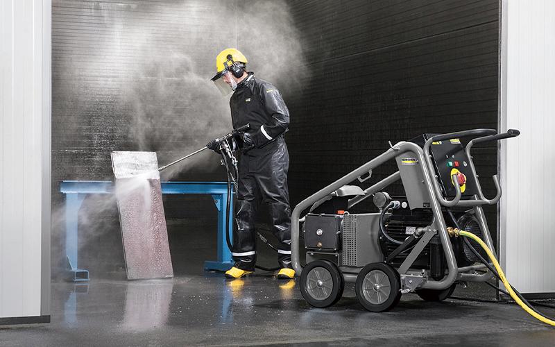 工場の機械部品や建設足場の洗浄に
