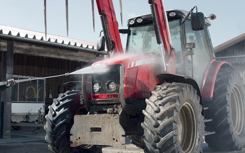 農業機械の洗浄に