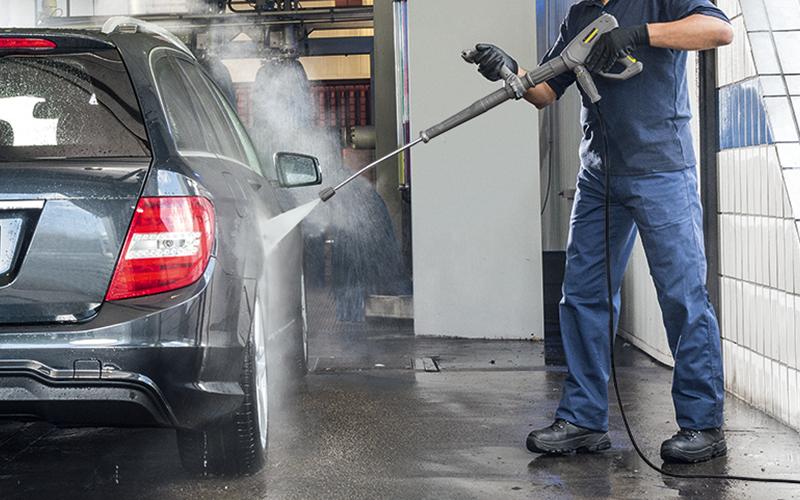 お湯の力で洗車をより効率的