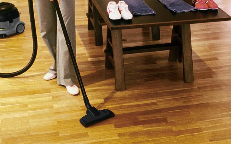 店舗内の清掃に