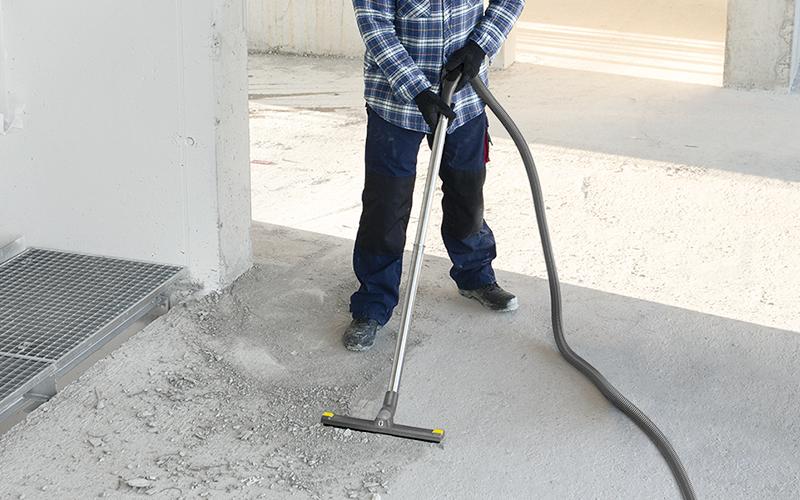 建設現場の粉塵やコンクリート片の清掃に
