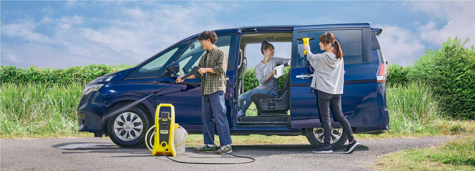 高圧洗浄機を使用して洗車をしている様子