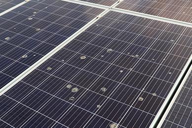 太陽光パネルの発電効率を低下させる汚れ
