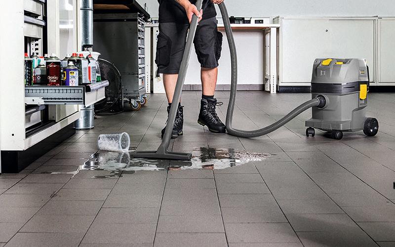コードレス乾湿両用クリーナーの利便性を示す画像
