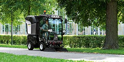 芝生のメンテナンスと雑草対策のポイント