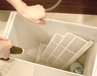 ゴミ箱に入れて一気に洗浄!