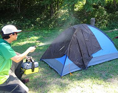 テントの屋根に乗せて洗浄、そのまま天日で乾かす