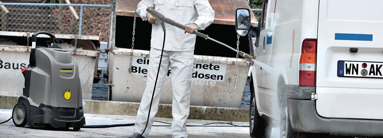 車を洗浄している画像
