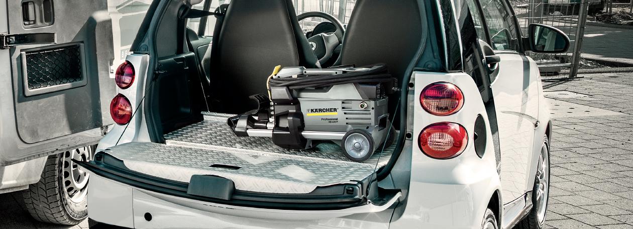 車に収納された高圧洗浄機の画像