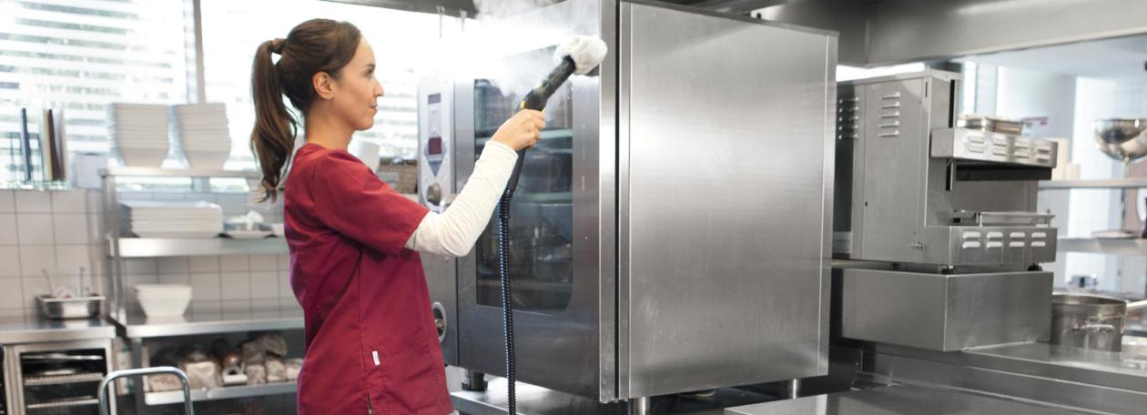 業務用スチームクリーナーで清掃と除菌、衛生対策