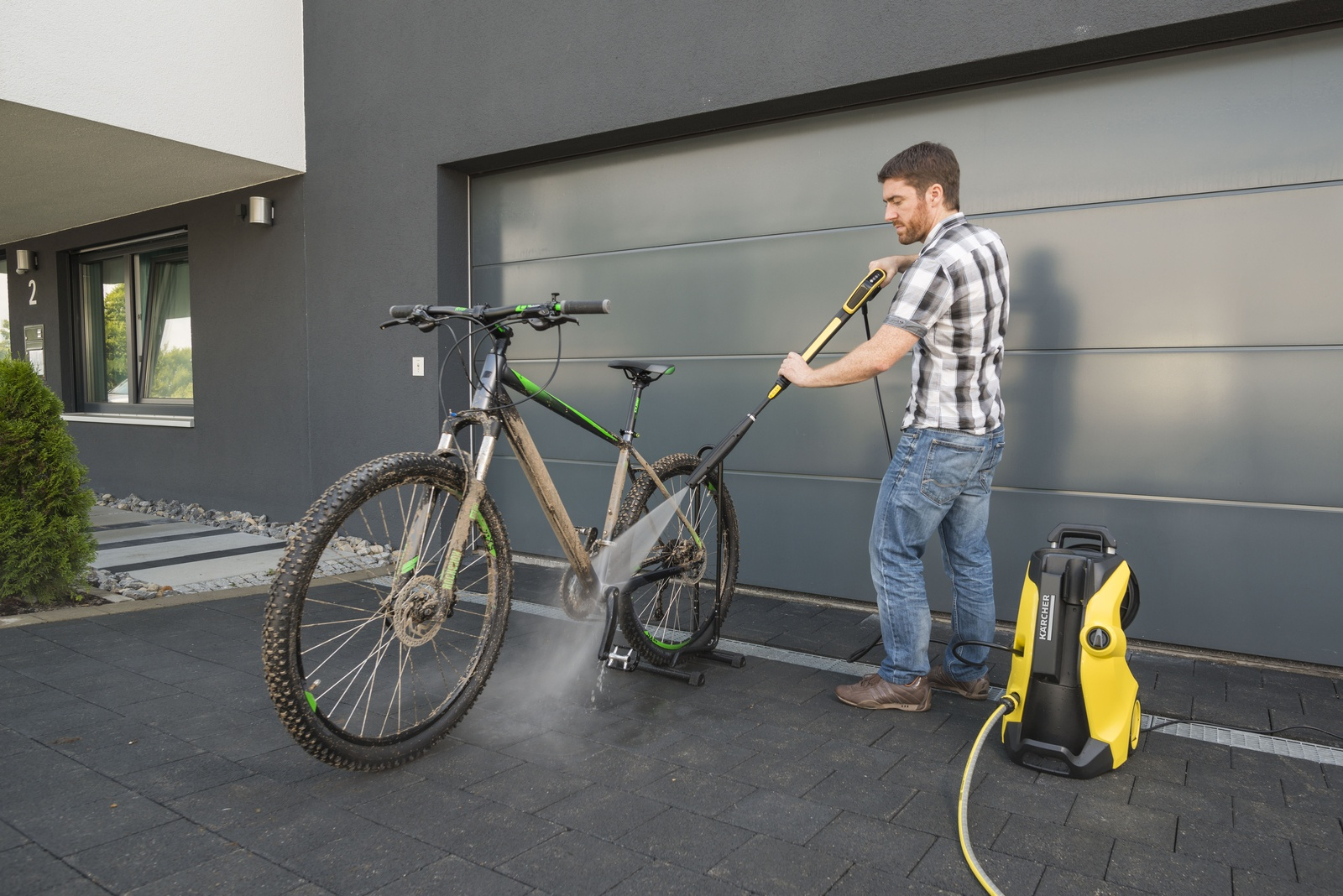 A clean bike in next to no time   Kärcher International