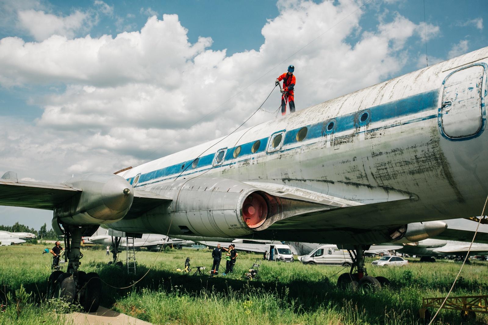 Kletterausrüstung Flugzeug : Ehemaliges trainingsflugzeug für astronauten auf hochglanz