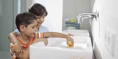 幼稚園、保育園の設備の清掃、みんなで使うおもちゃの除菌にも