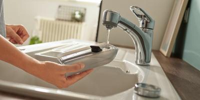 Czyszczenie mopem elektrycznym oszczędza wodę